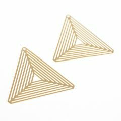 Hanger filigraan driehoek 27 mm 2 stuks mat goud